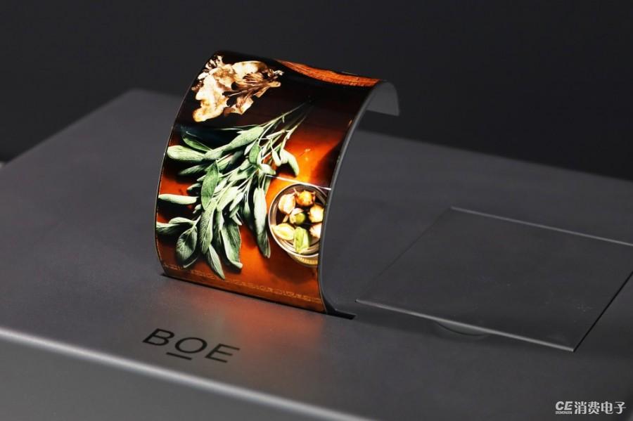 BOE(京东方)腕带式柔性AMOLED显示屏.jpg
